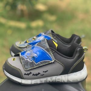 Batman Toddler Boys Light Up Athletic Shoes New